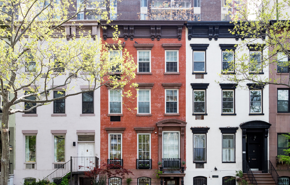 new york rent laws image: three apartment buildings